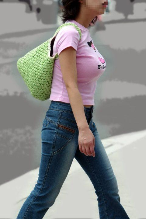 【着衣巨乳】街中で稀に見かける最強の巨乳女子たちを撮影した画像まとめ。(81枚)・57枚目