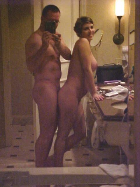 【流出画像】バカップルさん、過去に撮影した鏡越しのハメ撮りをバラ撒いてしまうwwwww・7枚目