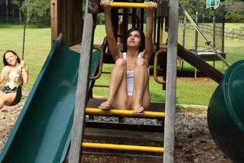 【変態魔】公園に出没する変態女が撮影される。子供いたらトラウマになるわwwwww(画像あり)・8枚目