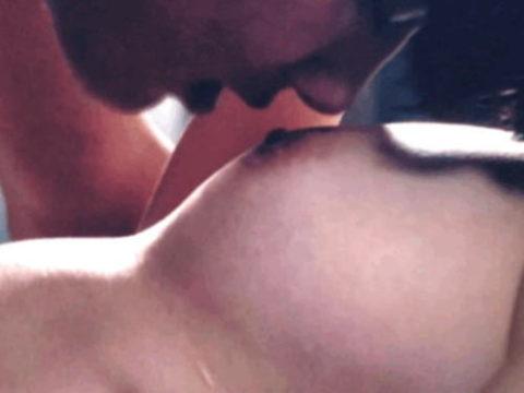 柳ゆり菜さん(25)濡れ場シーンで乳首を吸って吸われるwwwwwww(50枚)・1枚目