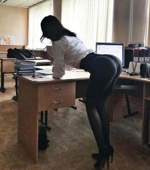 """ロシアの学校で撮影された""""女子生徒""""もう身体がエチエチすぎwwwwww(画像あり)・10枚目"""