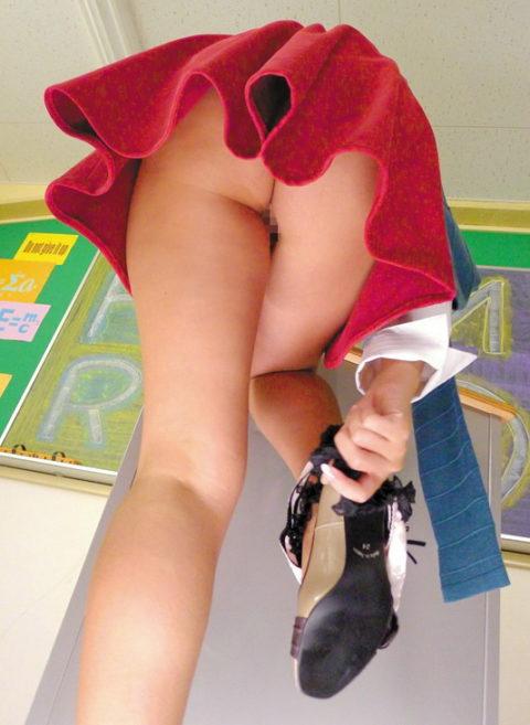 【ノーパン】ミニスカ覗こうとしたワイ、パンツが無くて逆に「ギョッ」とするwwwww(画像あり)・10枚目