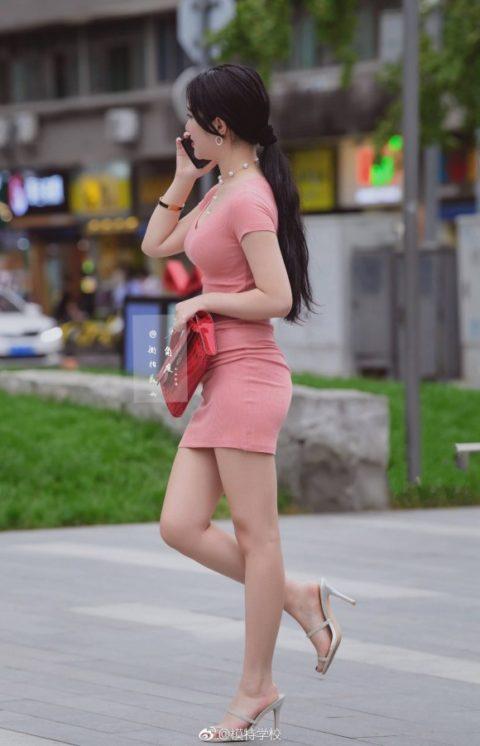 """【着衣巨乳】整形大国の韓国女さん、街中で撮影された""""おっぱい""""がこれwwwww・10枚目"""