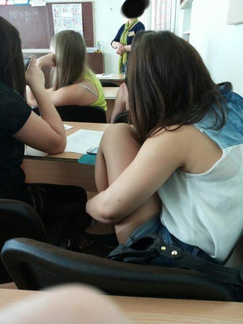 """ロシアの学校で撮影された""""女子生徒""""もう身体がエチエチすぎwwwwww(画像あり)・12枚目"""