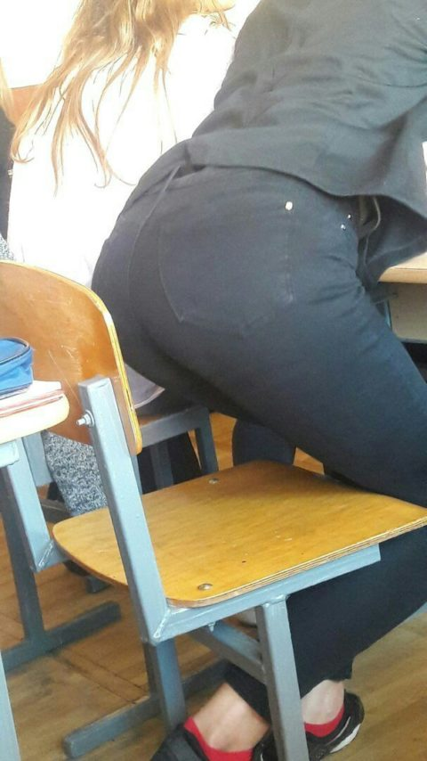 """ロシアの学校で撮影された""""女子生徒""""もう身体がエチエチすぎwwwwww(画像あり)・13枚目"""