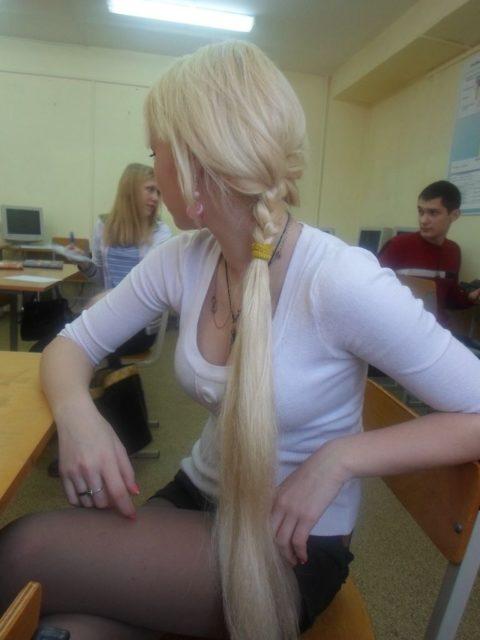 """ロシアの学校で撮影された""""女子生徒""""もう身体がエチエチすぎwwwwww(画像あり)・14枚目"""