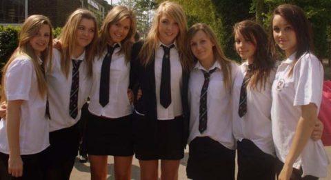 """ロシアの学校で撮影された""""女子生徒""""もう身体がエチエチすぎwwwwww(画像あり)・2枚目"""