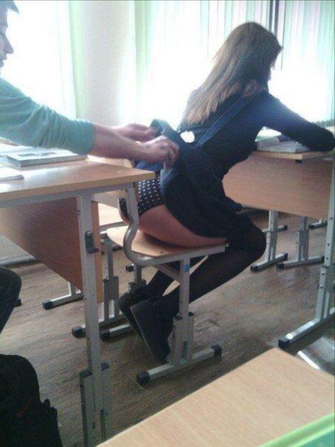 """ロシアの学校で撮影された""""女子生徒""""もう身体がエチエチすぎwwwwww(画像あり)・20枚目"""