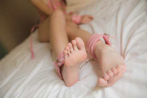 【フェチ画像】足の裏しか愛せないド変態男の為に画像うpするわって画像wwwww・20枚目