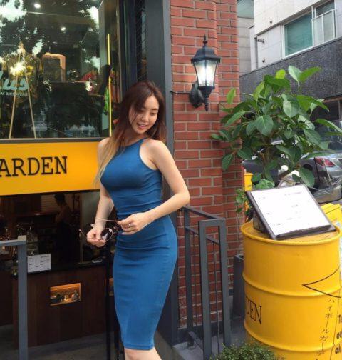 """【着衣巨乳】整形大国の韓国女さん、街中で撮影された""""おっぱい""""がこれwwwww・20枚目"""