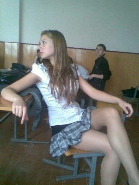 """ロシアの学校で撮影された""""女子生徒""""もう身体がエチエチすぎwwwwww(画像あり)・23枚目"""