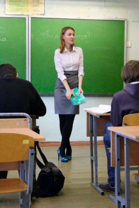 【女教師】高校や大学ならレイプされそうなロシアの先生たち。エロすぎwwwww・48枚目