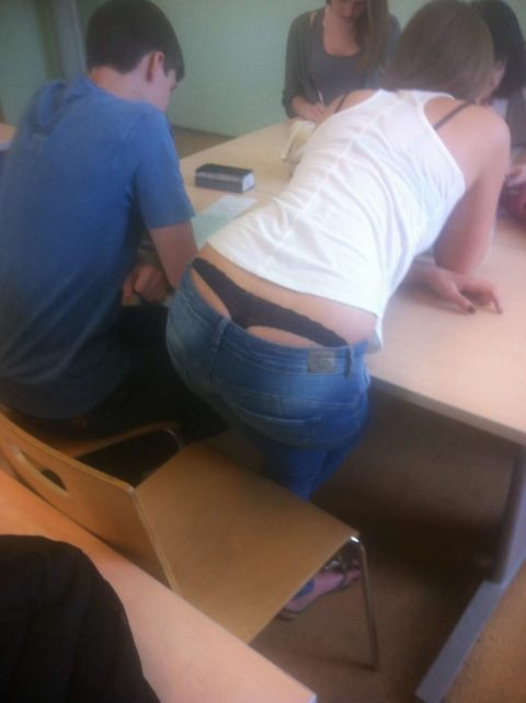 """ロシアの学校で撮影された""""女子生徒""""もう身体がエチエチすぎwwwwww(画像あり)・27枚目"""