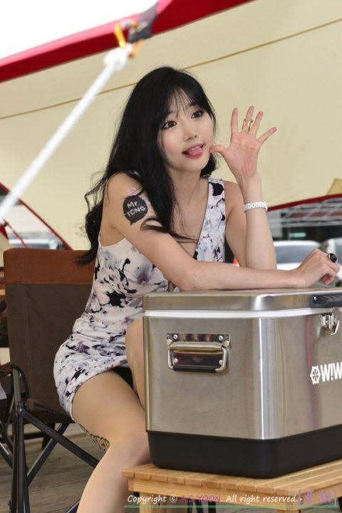 キャンギャルという職業の女さん、どんどん過激になってるんだがwwwww(画像あり)・3枚目