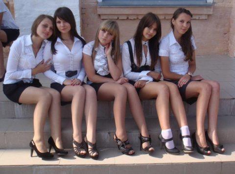 """ロシアの学校で撮影された""""女子生徒""""もう身体がエチエチすぎwwwwww(画像あり)・30枚目"""