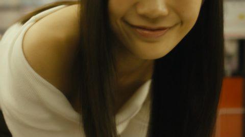 """小倉優香さん、イメビでガチの""""ポロリ""""した乳輪をご覧くださいwwwwww(画像あり)・5枚目"""