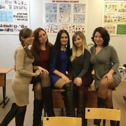 """ロシアの学校で撮影された""""女子生徒""""もう身体がエチエチすぎwwwwww(画像あり)・7枚目"""