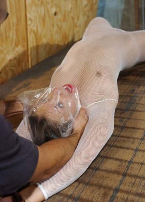 ビニールを顔面に被せてハメるマジキチ男のセックスがこちら・・・(画像あり)・8枚目