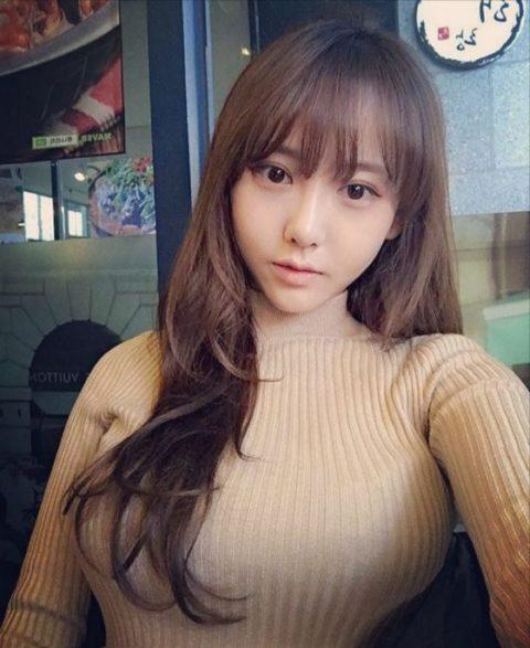 """【着衣巨乳】整形大国の韓国女さん、街中で撮影された""""おっぱい""""がこれwwwww・8枚目"""