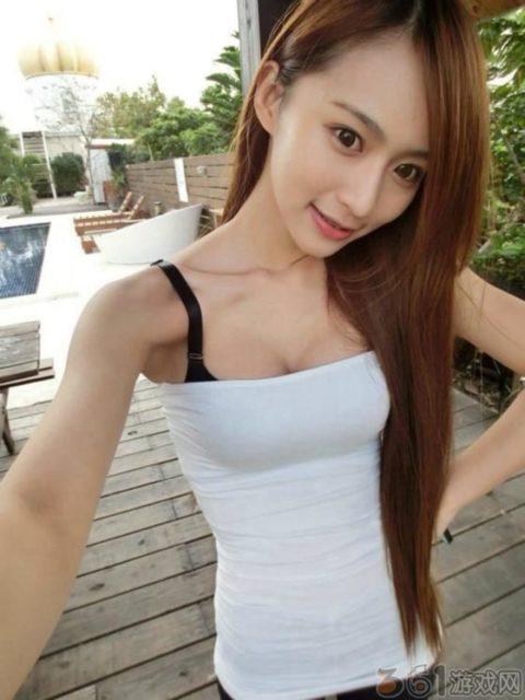 """【着衣巨乳】整形大国の韓国女さん、街中で撮影された""""おっぱい""""がこれwwwww・9枚目"""