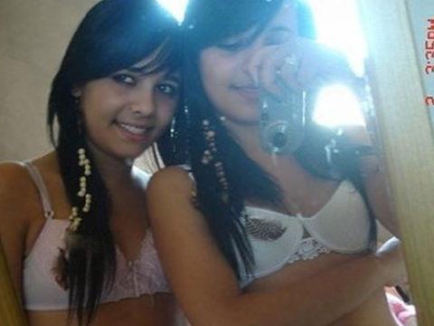 双子美女が姉妹でヌード写真を撮影した結果。乳首まで同じやったwwwww(画像あり)