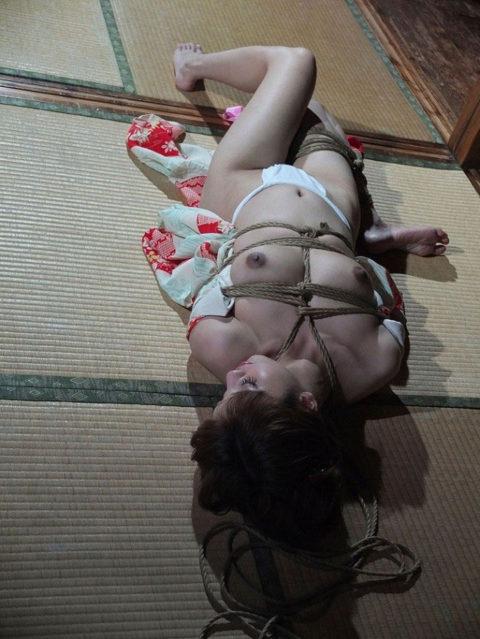 【エロ画像】成人式を迎えた娘が変わり果てた姿で撮影される・・・・11枚目