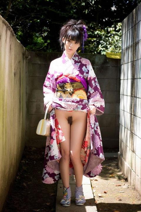 【エロ画像】着物が肌蹴けた女さんの画像。成人の日はこんな女ばっかやろなwwwww・18枚目