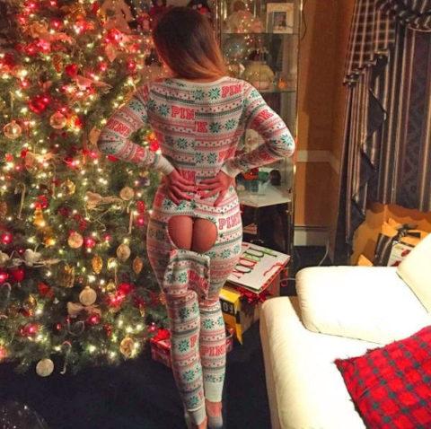 海外まんさん、自身にクリスマスイルミネーションを付け派手エロになるwwwww・18枚目