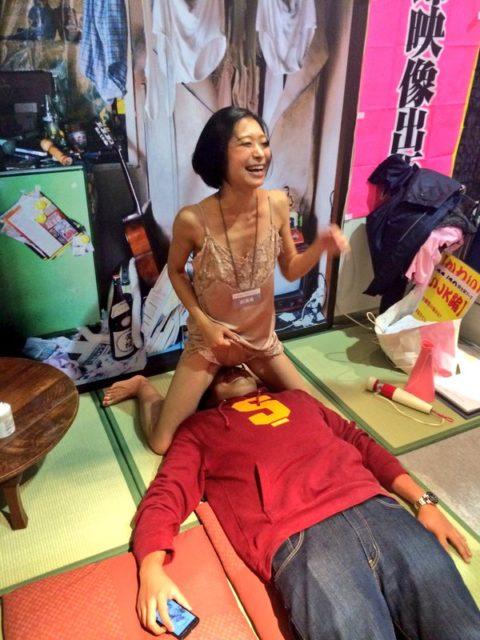 セクシー女優の「ヤリマンナイト企画」過剰なファンサービス…これはアカンwwwwww(エロ画像)・2枚目