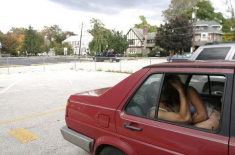 カーセックスカップル、車外からまんまと盗撮されるwwガッツリ刺さってるやんwwwww(エロ画像)・21枚目