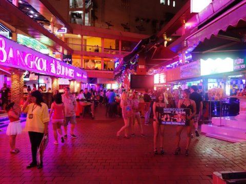 韓国の歓楽街の実態を撮影した結果。スケベ商店街やんけwwwwww(画像あり)・24枚目