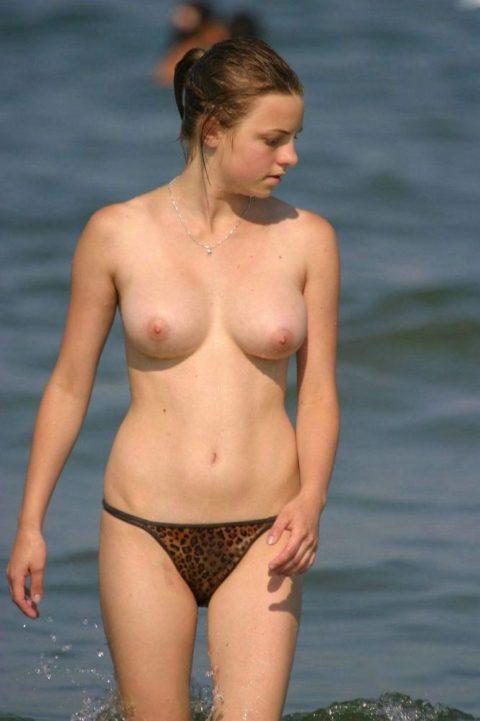 """""""ヌーディストビーチ""""でピンク乳首の女の子が撮影される。やっぱ若いねぇwwww(43枚)・24枚目"""