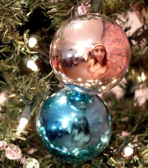 海外まんさん、自身にクリスマスイルミネーションを付け派手エロになるwwwww・25枚目