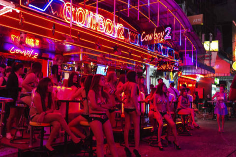 韓国の歓楽街の実態を撮影した結果。スケベ商店街やんけwwwwww(画像あり)・28枚目