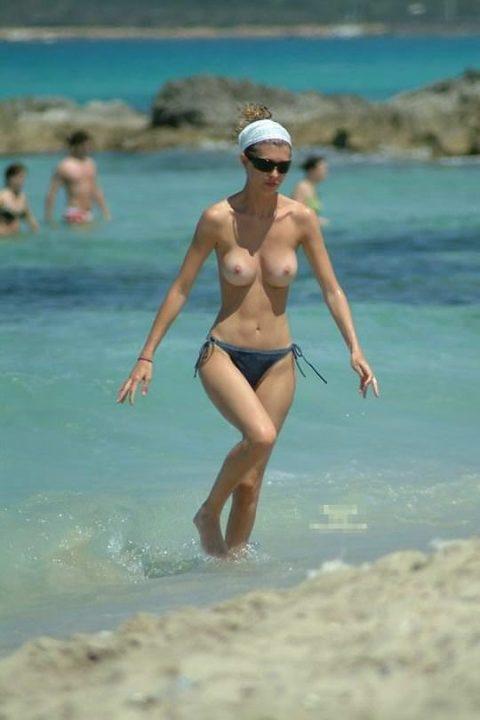 """""""ヌーディストビーチ""""でピンク乳首の女の子が撮影される。やっぱ若いねぇwwww(43枚)・30枚目"""