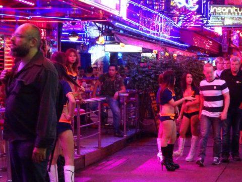 韓国の歓楽街の実態を撮影した結果。スケベ商店街やんけwwwwww(画像あり)・4枚目