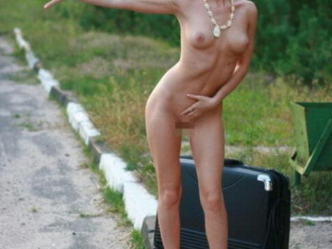 【全裸】美女のヒッチハイカーに遭遇。ただ 全裸 やったwwwwwww(画像あり)