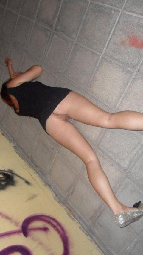 おっぱい丸出しで寝てる彼女激写したったwwwwww的なエロ画像(106枚)・50枚目