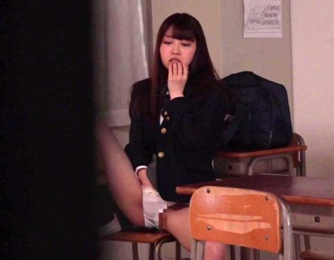 【露出エロ】バレないように学校内で露出を撮影する女の子たちがコチラwwwww(64枚)・35枚目