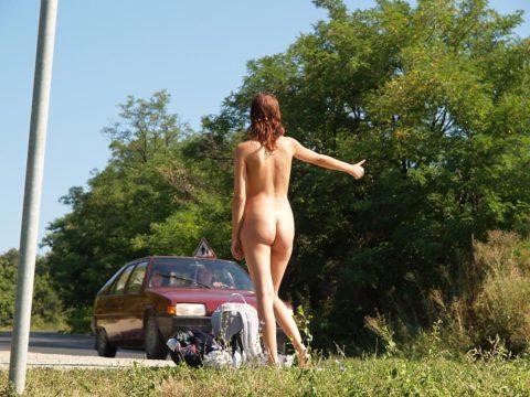 【全裸】美女のヒッチハイカーに遭遇。ただ 全裸 やったwwwwwww(画像あり)・14枚目