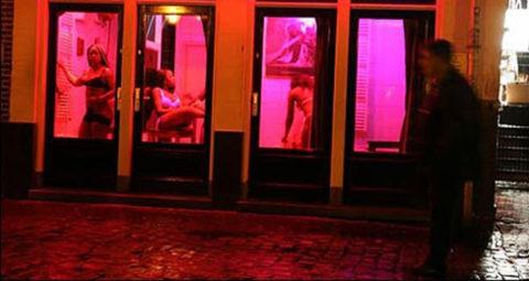 【売春婦】オランダの「飾り窓」とかいうシステム考えたヤツ天才すぎwwwwww(画像あり)・15枚目