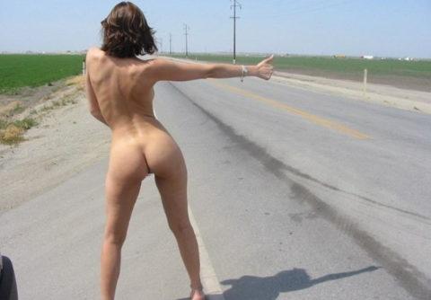 【全裸】美女のヒッチハイカーに遭遇。ただ 全裸 やったwwwwwww(画像あり)・15枚目