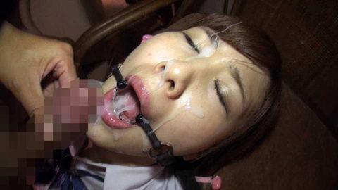 【エロ画像】口内発射を嫌がる女にヤル事でコレww抵抗不可避wwwwww・16枚目