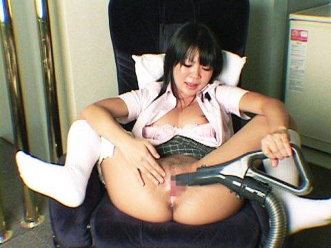 【エロ画像】専業主婦が家事の合間にヤッてる事がこちら。画期的なオナニーwwwww・19枚目