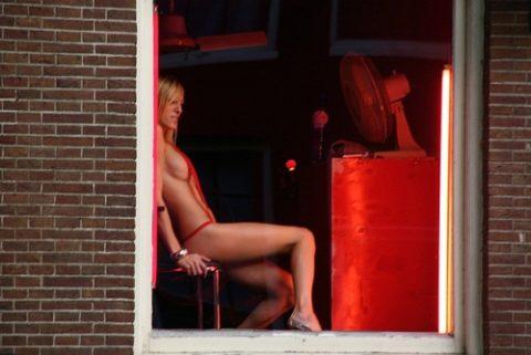 【売春婦】オランダの「飾り窓」とかいうシステム考えたヤツ天才すぎwwwwww(画像あり)・21枚目
