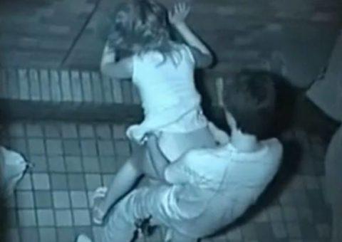 【エロ画像】深夜の公園で 合体 してるカップルが激写されるwwwwww・21枚目