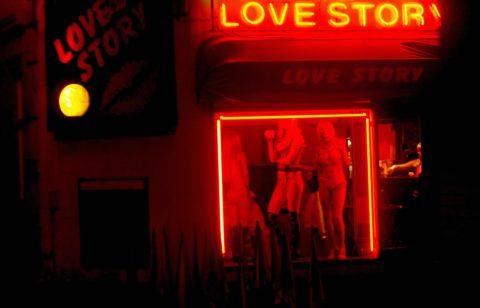 【売春婦】オランダの「飾り窓」とかいうシステム考えたヤツ天才すぎwwwwww(画像あり)・22枚目