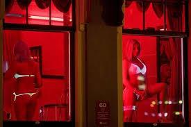 【売春婦】オランダの「飾り窓」とかいうシステム考えたヤツ天才すぎwwwwww(画像あり)・25枚目