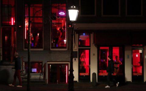 【売春婦】オランダの「飾り窓」とかいうシステム考えたヤツ天才すぎwwwwww(画像あり)・4枚目