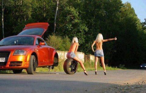 【全裸】美女のヒッチハイカーに遭遇。ただ 全裸 やったwwwwwww(画像あり)・4枚目